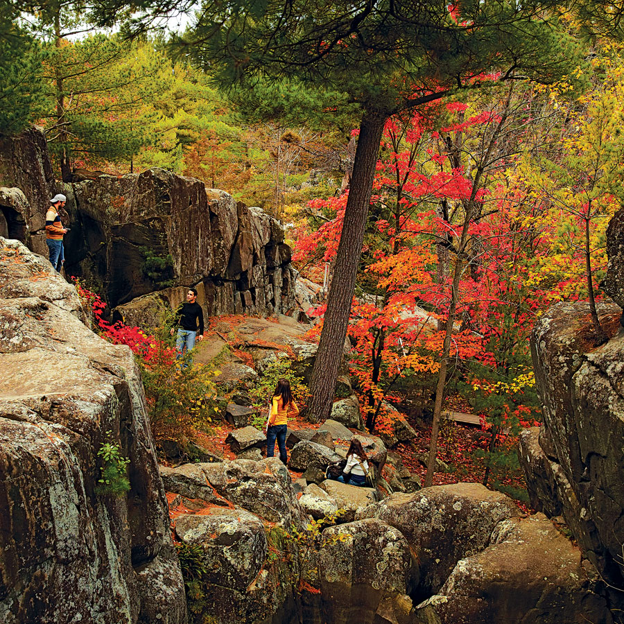 highway 8, taylors falls, fall trips, travel, minnesota travel, franconia sculture park, eichten's cheese and bacon, road trip