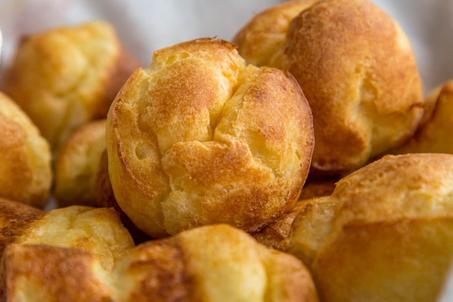 A basket of popovers.