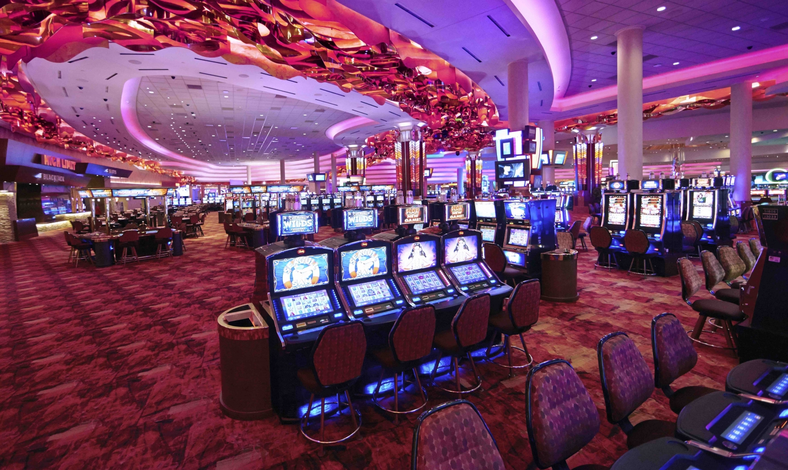 Mystic Lake Casino's interior. Slots abound. Courtesy Mystic Lake Casino Hotel.