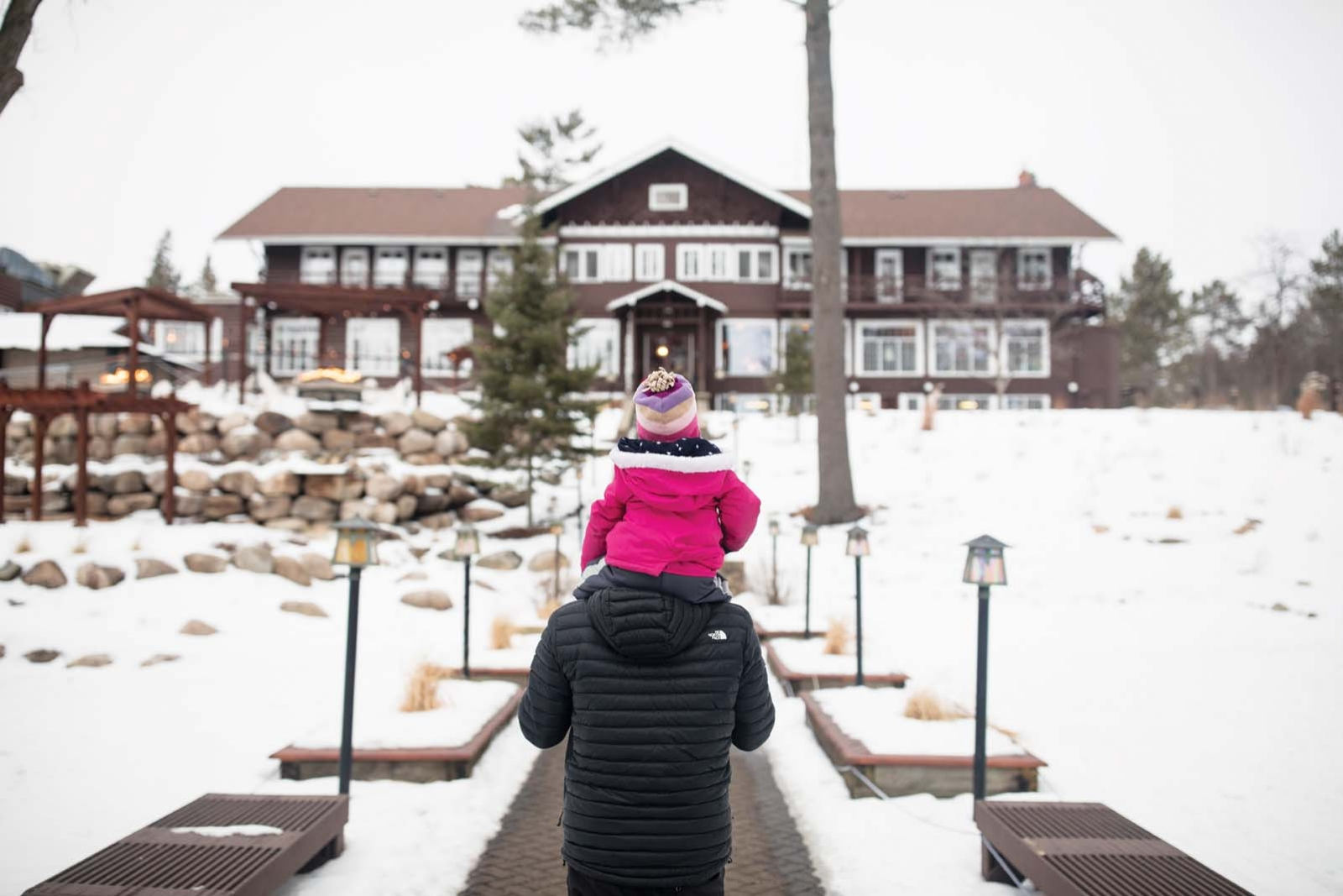A dad and his daughter walking into Grandview Lodge.