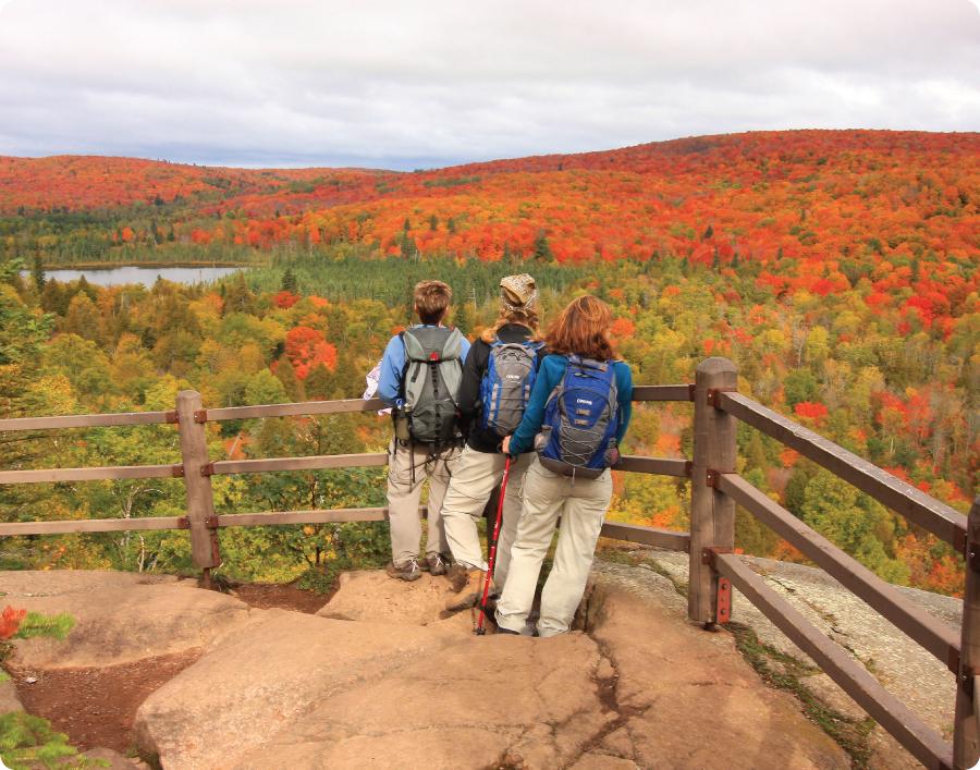 Lake-superior-hiking-trail-scenic-overlook