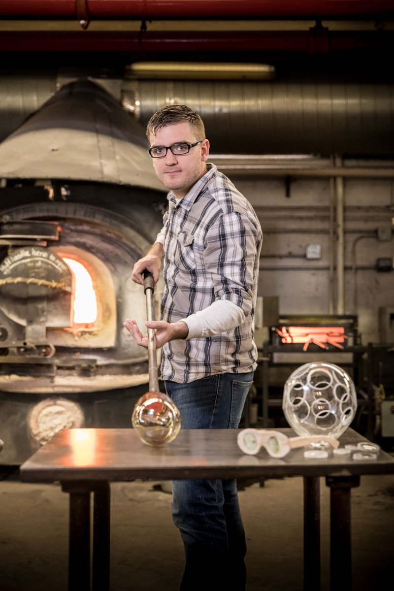 Andy George of How to Make Everything making his own glass.