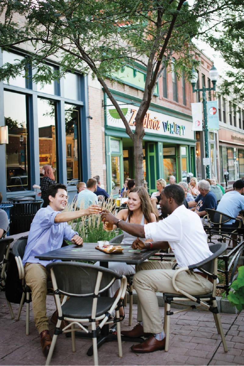 People dining on a patio in Sioux Falls.