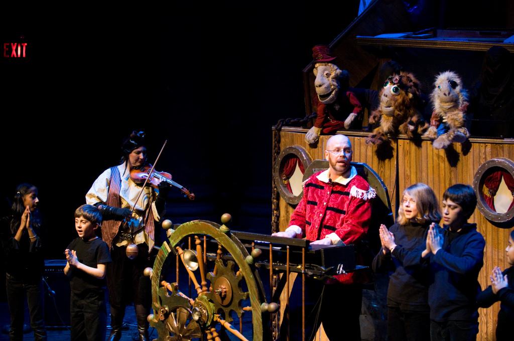Captain Fitz singing in Monkey Mind Pirates. Courtesy Shari Aronson.