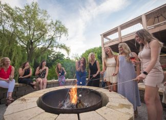 Women making s'mores at Chankaska Creek Ranch & Winery