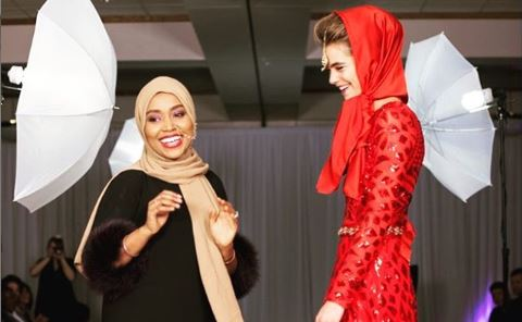 Ramadhan Mohamed and model Hannah Peltier (in a Ramadhan Designs look) at a 2017 fashion show