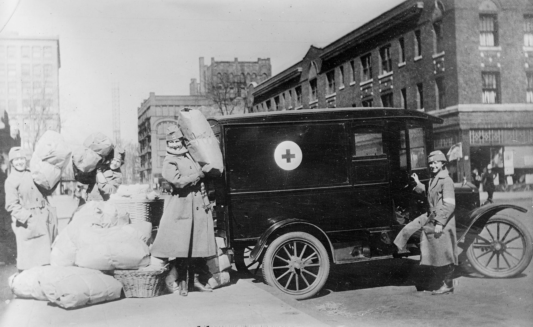 Members of the Red Cross Motor Corps. deliver supplies in Minneapolis