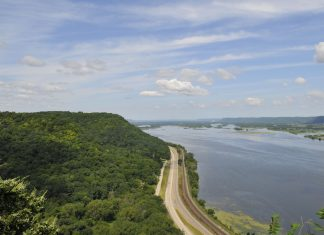 The Great River Road gives scenic views of the Mississippi River
