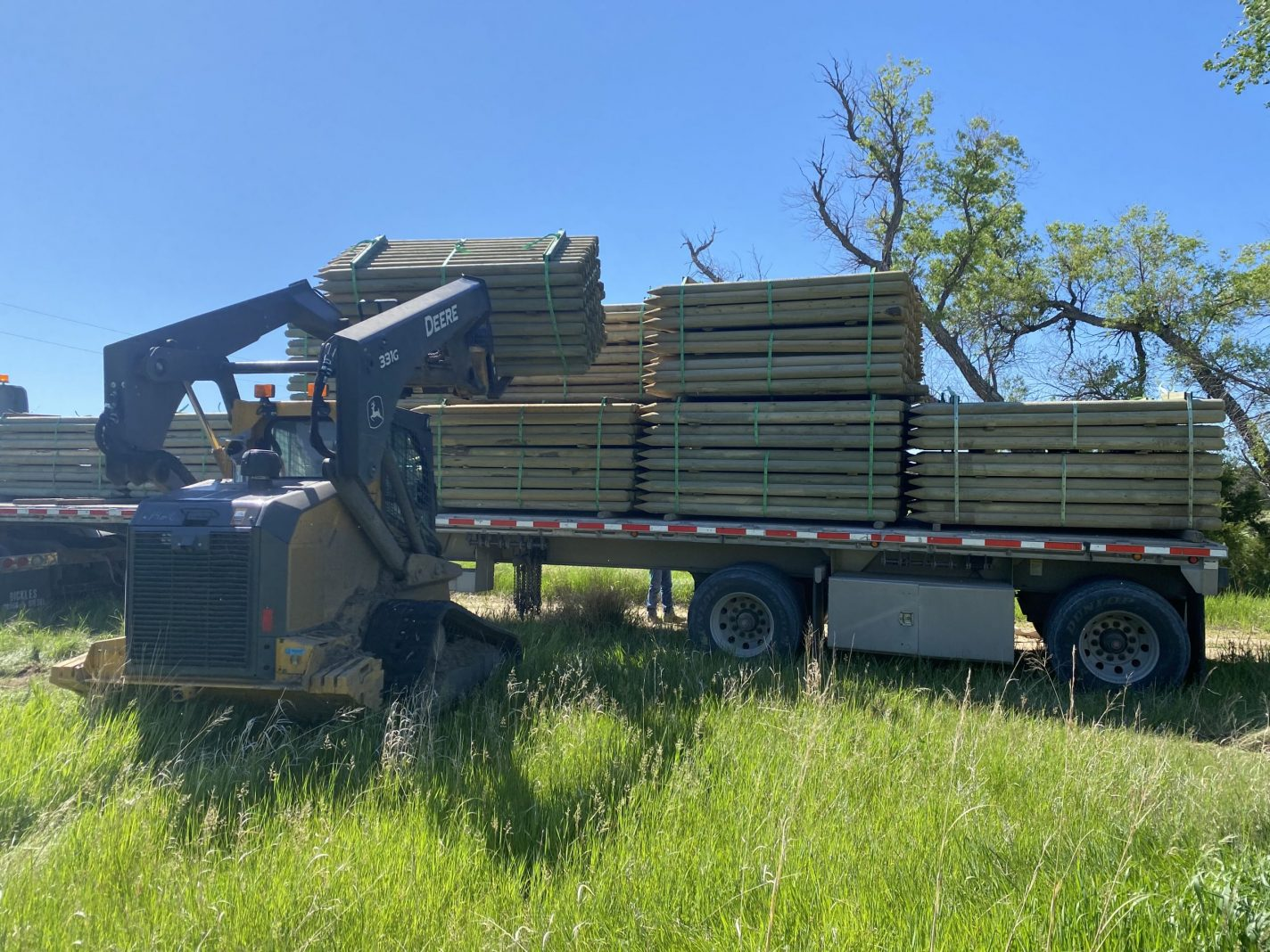Unloading fence posts