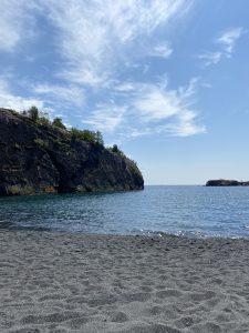 Black Beach in Silver Bay by Sidney Kirchhof