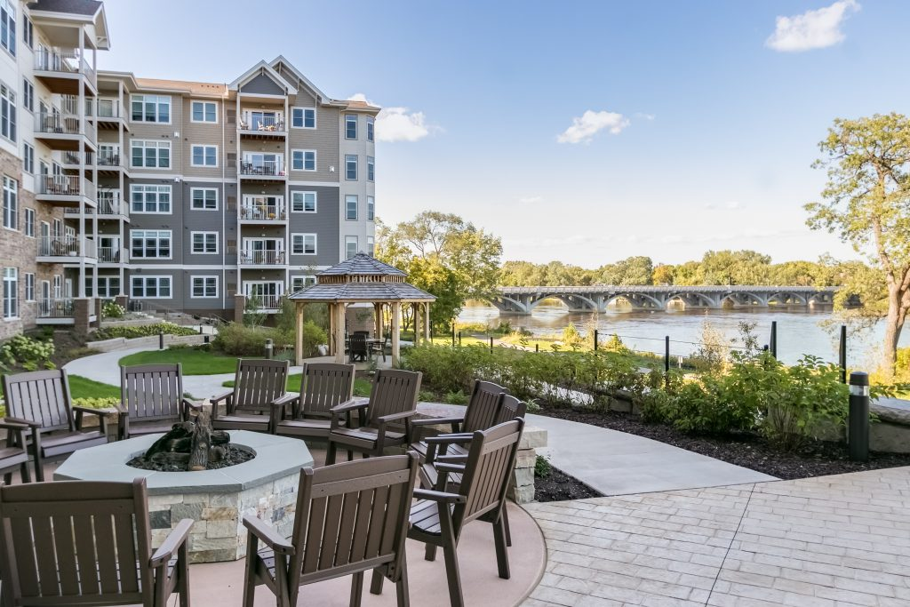 Outdoor patio and firepit at Applewood Pointe cooperative