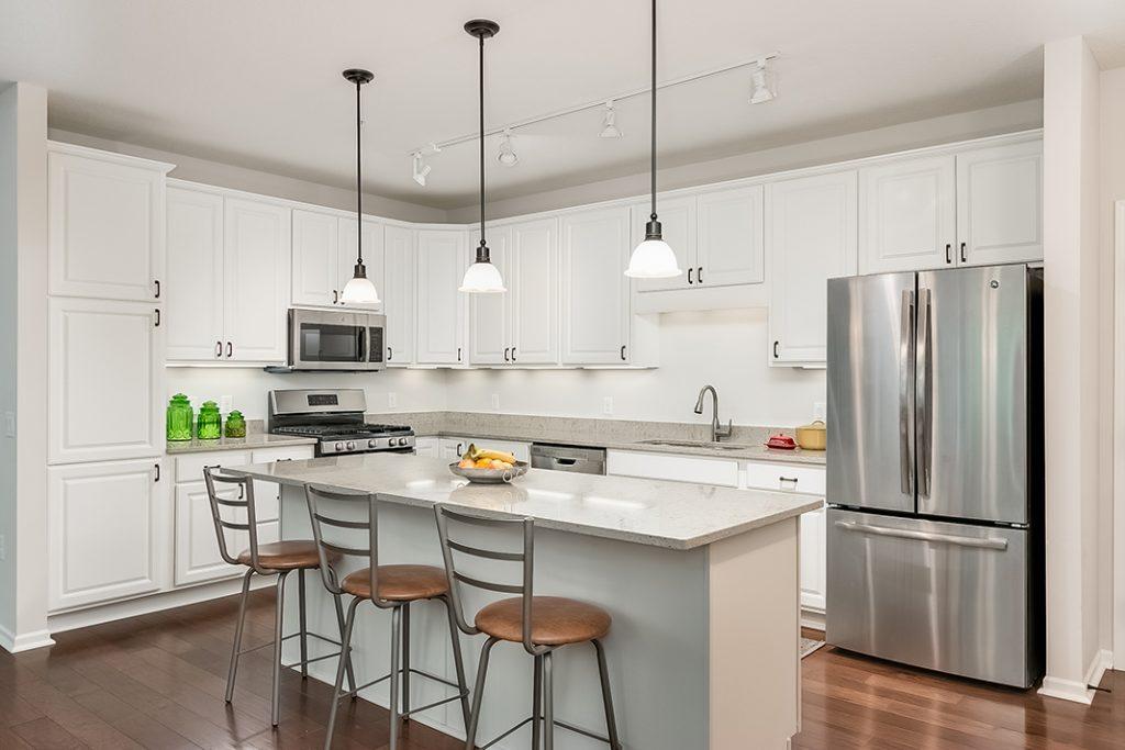 A luxury kitchen at Applewood Pointe